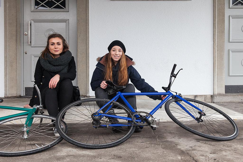 Jasmina Stankovic (links) und Petra Kneubühl, Drucktechnologinnen